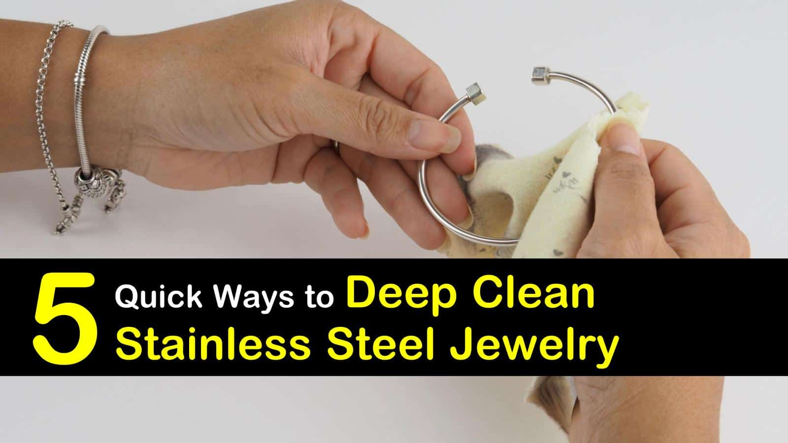 5 quick-ways-to-clean-stainless-steel-jewelry